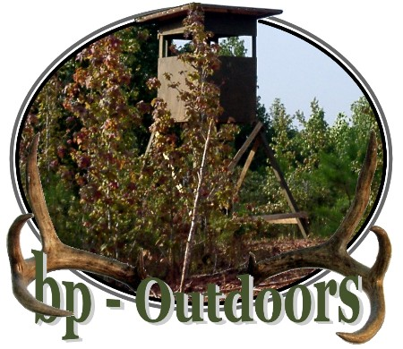 Tower Blind Overlooking Food Plots - Shadow Hunter Elevator 8x8 Blind Brackets are a big advantage!
